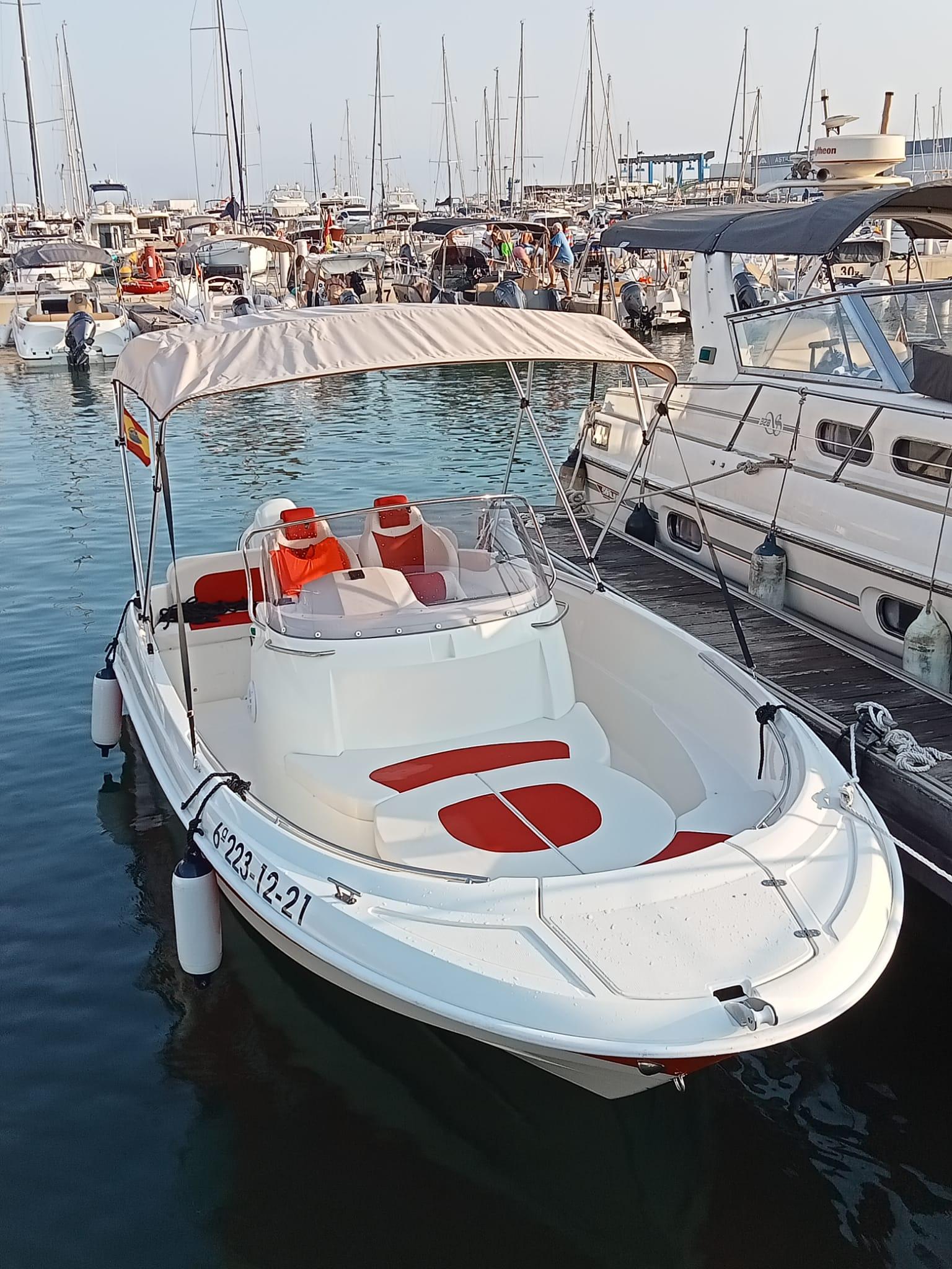alquilar barco aqua 620 bavaro isla tabarca