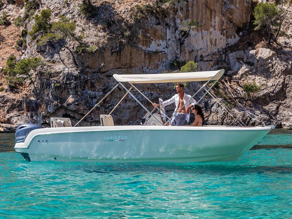 Alquilar barco invictus 190fx bora bora santa pola